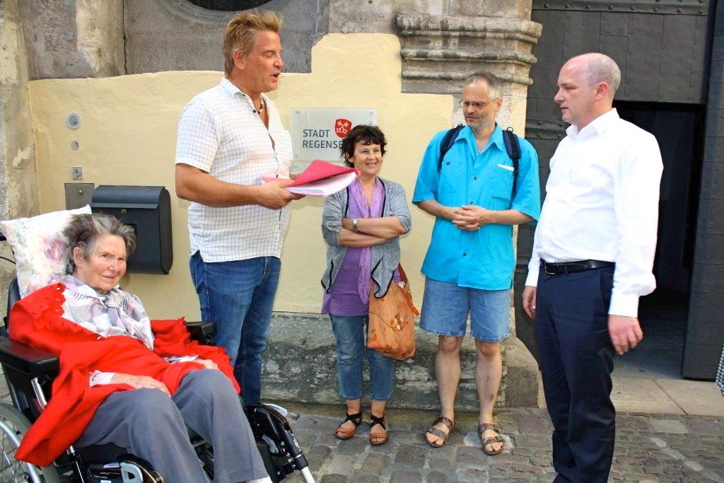 Michlstift_Petition Überabe-Foto Herbert Baumgärtner